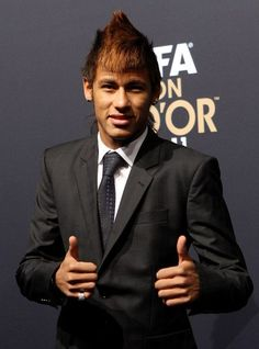 Neymar Photos Photos - Neymar of Santos during the red carpet arrivals for the FIFA Ballon d'Or Gala 2011 on January 2012 in Zurich, Switzerland. Neymar Jr, Cool Hairstyles For Men, Straight Hairstyles, Soccer Hair, Sports Predictions, Mohawk Mullet, Blonde Curls, Summer Games, Brazil