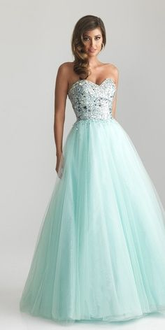 Big Poofy Dresses | my mom would die if i wore this...loves the poofy prom dresses