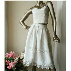 Top más falda con delicados insertos de guipure