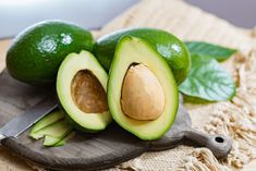 Surprising Health Benefits Of The Most Nutritious Fatty Fruit - Avocado Healthy Fruits, Fruits And Veggies, Vegetables, Superfood, Flat Stomach Fast, Best Fat Burning Foods, Natural Appetite Suppressant, Fruit List, Recipes
