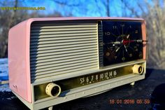 BEAUTIFUL Powder Pink And White Retro Jetsons 1958 RCA Victor 9-C-71 Tube AM Clock Radio Works Great!