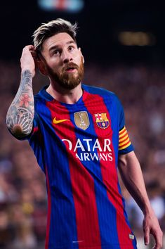 Lionel Messi of FC Barcelona looks on during the La Liga match between FC Barcelona and Granada CF at Camp Nou stadium on October 29, 2016 in Barcelona, Catalonia.