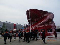 (foto di Purple) EXPO 2015, Milano, Italy struttura esterna del padiglione cinese, Vanke. un sorprendente gioco di luce e ombra!