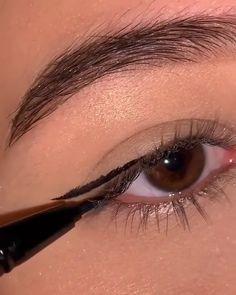 Makeup Tutorial Eyeliner, Makeup Looks Tutorial, No Eyeliner Makeup, Skin Makeup, How To Do Eyeliner, Eyeliner For Big Eyes, Easy Eyeliner, Eyeliner Looks, Eye Makeup Steps