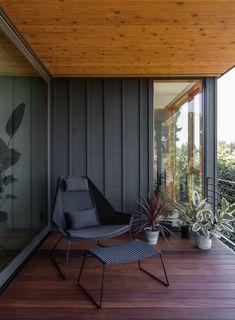 Mid Century Exterior, Modern Deck, Mid Century Modern Design, Mid Century Modern Houses, Modern Exterior, Mid Century House, Midcentury Modern, House Colors, Architecture Design