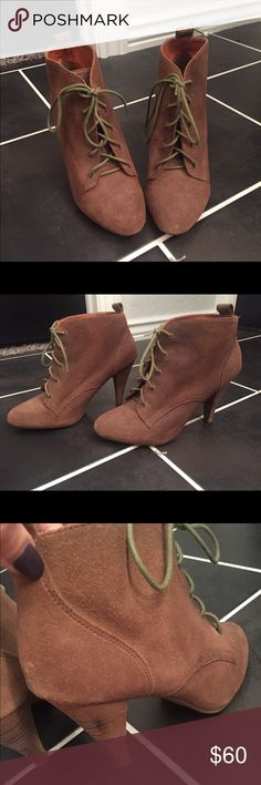 Steve Madden brown booties Adorable Steve Madden booties, barely worn, size 8, true to size, black scuff mark on one of the heels but besides that they are in excellent condition! Steve Madden Shoes Ankle Boots & Booties