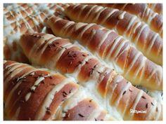 Hot Dog Buns, Hot Dogs, Sushi, Food And Drink, Bread, Ethnic Recipes, Yogurt, Brot, Baking