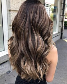 The 55 hairstyles and haircuts you see everywhere this summer – Balayage Haare Ecaille Hair, Brown Hair Balayage, Balayage Brunette, Hair Color Balayage, Brunette Hair, Hair Highlights, Ombre Hair, Medium Hair With Highlights, Pelo Color Caramelo