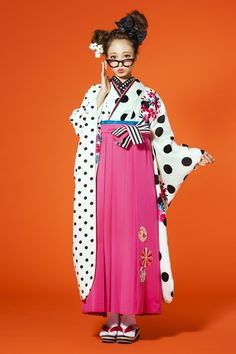 レトロ柄袴 白/黒ドット柄 レトロ系袴 STYLEが大人気 卒業式の袴Styleは女の子の特別な1日!友達と差をつける!!