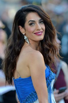 Amal Clooney, trucco e capelli: la beauty evolution Foto 2 Amal Clooney, George Clooney, Beautiful Girl Image, Most Beautiful Women, Human Rights Lawyer, Sister Day, Smiling People, Red Carpet Hair, Out Of Touch
