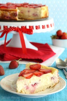 Strawberry Shortcake Cheesecake with a sponge cake crust turns strawberry shortcake into a refreshing dessert that can define summer with just one bite.~Chocolate Moosey via Baking and /Cooking, A Tale of TWo Loves onto Summer Desserts Rafraîchissants, Cheesecake Desserts, Dessert Recipes, Strawberry Shortcake Cheesecake, Strawberry Desserts, Refreshing Desserts, Best Cheesecake, Gateaux Cake, How Sweet Eats