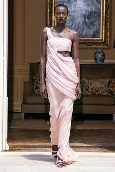 Ronald van der Kemp Fall 2019 Couture Fashion Show Collection: See the complete Ronald van der Kemp Fall 2019 Couture collection. Look 2 Couture Fashion, Fashion Art, Autumn Fashion, Fashion Looks, Fashion Show Collection, Couture Collection, Vogue Paris, Nicole Phelps, Couture Trends