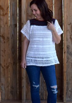 The La Bonita Blouse Crochet Pattern is the perfect comfy, casual top! It's light, airy, and flattering. It just might be one of my favorite summer top designs. Crochet Bodycon Dresses, Black Crochet Dress, Crochet Designs, Crochet Ideas, Stitch Patterns, Crochet Shirt, Crochet Tops, Quick Crochet, Ganchillo