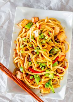 Tofu Drunken Noodles! Spicy, addictive, super yummy Udon noodles made with Tofu and a ton of veggies. Healthy and thankfully pretty easy to make.