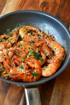 Asian Prawns Recipe, Best Prawn Recipe, Tiger Prawn Recipe, King Prawn Recipes, Prawn Biryani Recipes, Shrimp Recipes, Shellfish Recipes, Chilli Prawns, Garlic Prawns