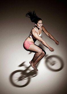 Mariana Pajón Obtuvo medalla de oro en ciclismo BMX en los Juegos Olímpicos de Londres 2012, consiguiendo así su primer galardón olímpico y el segundo oro de toda la historia olímpica colombiana. La Definimos como la chica tierna de la bici ruda. #ImagenPersonal #ImagenPublica #ConsultoriaEnImagen #ImagenDeportiva #Colombia #Estilo #Moda