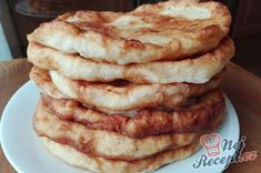 Vynikajíci langoše ze zakysané smetany | NejRecept.cz Apple Pie, Pancakes, Food And Drink, Bread, Cooking, Breakfast, Lunch Ideas, Basket, Baking