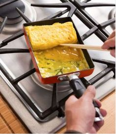 Iron Chef Morimoto's Step-By-Step Guide to Making the Perfect Japanese Omelet - RecipesHow to make the perfect tamagoyaki Japanese Omelette Recipe, Egg Omelette Recipe, Japanese Egg, Japanese Dishes, Japanese Recipes, Japanese Lunch, Tamagoyaki Recipe, Asian Side Dishes, Boyfriend Food