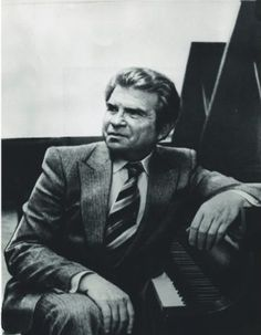 Emil Gilels was a Ukraine born pianist who lived between 1919 and 1985. He was well known as one the greatest pianists of his time and is revered even today. He was born in soviet Russia which has given to the world many great piano players. He had no musical background and had started learning the instrument at the age of 5. He was well known in his time and has received many national and international honors for his playing.