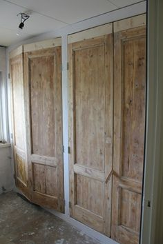 oude paneeldeuren Doors Interior, New Homes, Wardrobe Door Designs, Home Doors, Built Ins, Home, Kim House, Old Doors, Reclaimed Doors