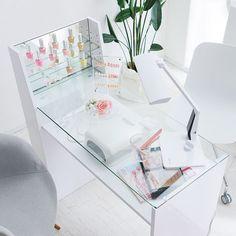 Home Nail Salon, Nail Salon Design, Nail Salon Decor, Beauty Salon Decor, Beauty Salon Interior, Salon Interior Design, Nail Desk, Nail Room, Fake Nails Long