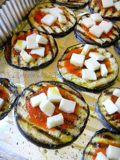 E dopo le pizzette di zucchine  ecco la versione con le melanzane. Si tratta di piatti veloci e leggeri, molto mediterranei e gustosi.  B...