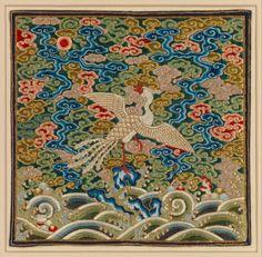 清乾隆 刺繡白鷴補 Rank Badge with Silver Pheasant, Qing dynasty (1644–1911), Qianlong period (1736–95) . Silk, pearls, and metallic thread embroidery on silk satin, 10 1/4 x 10 1/2 in. (26 x 26.7 cm). Bequest of William Christian Paul, 1929 (30.75.899) © 2000–2016 The Metropolitan Museum of Art.