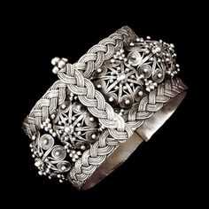 This sterling silver wide traditional Yemenite bracelet is decorated with filigree-work half-spheres, silver balls and stylized silver plaits. Tribal Jewelry, Indian Jewelry, Beaded Jewelry, Silver Jewelry, Silver Earrings, Diamond Jewelry, Jewelry Box, Gold Bangles, Bangle Bracelets