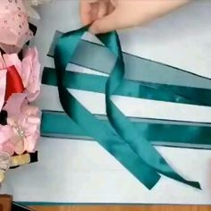 Diy Lace Ribbon Flowers, Ribbon Flower Tutorial, Diy Ribbon, Fabric Flowers, Green Ribbon, Diy Crafts For Home Decor, Diy Crafts Hacks, Diy Crafts For Gifts, Making Hair Bows