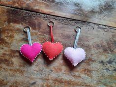 Schlüsselanhänger aus Filz - Herz von BernadettHackner auf Etsy Earrings, Etsy, Jewelry, Felting, Craft Gifts, Heart, Beads, Schmuck, Ear Rings