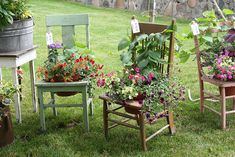 Chair planter for front porch. Garden Chairs, Garden Planters, Outdoor Projects, Garden Projects, Yard Art, Chair Planter, Decoration Plante, Lawn And Garden, Garden Junk