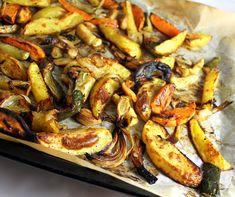 Ovnsstekte rotgrønnsaker | Veganmisjonen Paella, Vegetables, Ethnic Recipes, Food, Egg, Families, Eggs, Essen, Vegetable Recipes