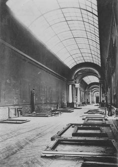 The Louvre is evacuated before German invasion in 1939, its works returning in 1945.