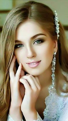 Beautiful girl having great skin Most Beautiful Faces, Beautiful Girl Image, Beautiful Smile, Beautiful Women, Gorgeous Lady, Girl Face, Woman Face, Exotic Women, Belleza Natural