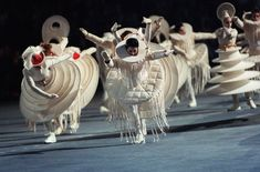 Découflé : opening ceremony of the 1992 winter Olympics in Albertville Theatre Costumes, Movie Costumes, Cool Costumes, Dance Costumes, Theme Design, World Of Wearable Art, Art Du Cirque, Olympics Opening Ceremony, Conceptual Fashion