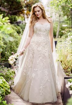 David's Bridal Woman Sweetheart Tulle A Line Gown with Lace Appliques Style 9V3587 #davidsbridal #weddingdress