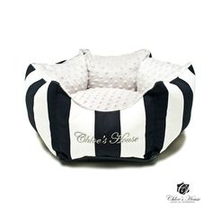 Bed for your dog made of 100% cotton. Soft, safe and beautiful. Available in sizes: S: 35 cm; M: 50 cm; L 65 cm