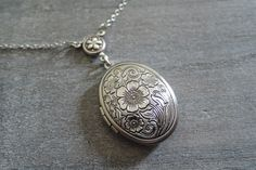 Ketten - Antik Silber Blume Foto Medaillon - ein Designerstück von MadamebutterflyMeagan bei DaWanda