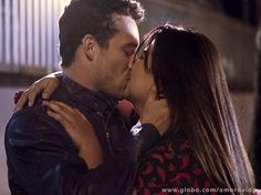 Globo divulga primeira foto de Perséfone e Daniel juntos | vanessa_barreto - Yahoo TV