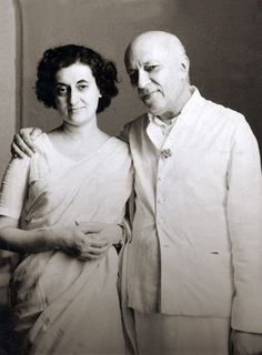 If you are an Indian, then you would know about Jawaharlal Nehru. He is one of the famous personalities of India. He was the one who took the lead after the independence of India and was the first prime minister on India. First Prime Minister, Rajiv Gandhi, Jawaharlal Nehru, Sonia Gandhi, Indira Gandhi, India Independence, Mahatma Gandhi, Family First, Press Photo