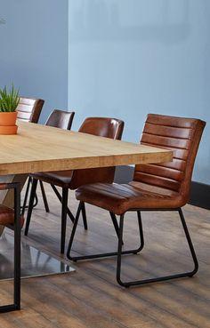 Deze eetkamerstoel past in ieder interieur; een echte allemansvriend!