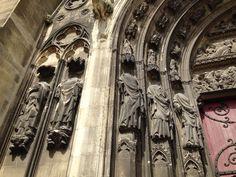 Apôtres décapités, porte latérale de la Cathédrale St. Etienne de Meaux, France, construite ente 1175 et 1540, style Gothique. Crédit photo Nihil XIII