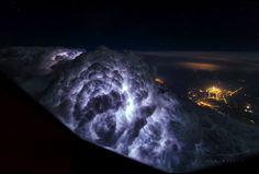 Пилот 747 Кристиан Ван Хейджст снимает невероятные фотографии грозы и неба