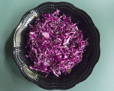 Simple Red Cabbage Salad: A fresh-tasting mix of crisp cabbage, parsley, lemon juice, and olive oil. Easy to make, hard to resist. Red Cabbage Salad, Cabbage Salad Recipes, Purple Cabbage, Veggie Recipes, Real Food Recipes, Paleo Recipes, Veggie Meals, Paleo Food, Paleo Tacos