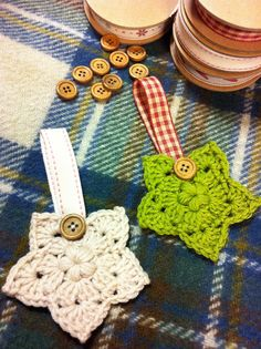 Crochet star Christmas tree ornaments ~ free British crochet pattern on ravelry