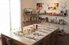 Reggio school in San Miguel Reggio Classroom, Classroom Setup, Classroom Design, Preschool Classroom, Preschool Art, Daycare Design, Play Spaces, Learning Spaces, Learning Environments