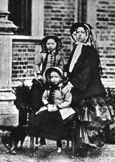 Queen Victoria with her daughters Princess Helena (Front) and Princess Louise in Queen Victoria Children, Queen Victoria Family, Queen Victoria Prince Albert, Victoria And Albert, Reine Victoria, Victoria Reign, Royal Queen, King Queen, Victoria Queen Of England