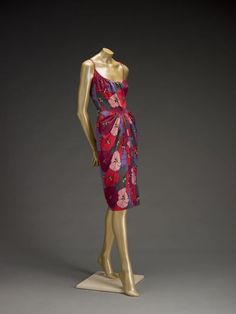 and this dress left my tongue out, drooling like a dog for 23 seconds: Dress    James Galanos, 1960s