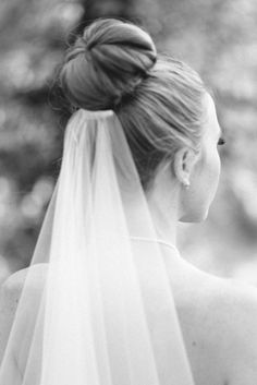Bun and veil. Photography by Kate Holstein Photography / kateholstein …. - All For Bridal Hair Bride Hairstyles With Veil, High Bun Hairstyles, Updo Hairstyle, Prom Hairstyles, Long Hair Waves, Curls For Long Hair, Bridal Hair Pins, Wedding Hair And Makeup, Bride Hair Down