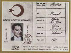 Mustafa Kemal Atatürk 1881 yılında Selânik'te Kocakasım Mahallesi, Islâhhâne Caddesi'ndeki üç katlı pembe evde doğdu. Babası Ali Rıza Efendi, annesi Zübeyde Hanım'dır.